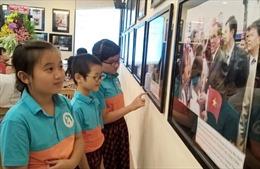 Trưng bày triển lãm chuyên đề 'Việt Nam - Cuba' - Tình hữu nghị bền chặt, sắt son