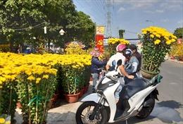 Các chợ hoa ồ ạt giảm giá trong ngày 30 Tết