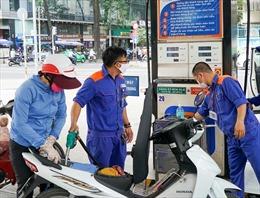 TP Hồ Chí Minh: Đề nghị không bán xăng dầu cho người mua bằng can, chai, lọ để tích trữ