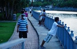 TP Hồ Chí Minh: Người dân vẫn 'hồn nhiên' đi tập thể dục, 'quên' đeo khẩu trang khi ra đường