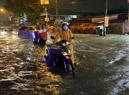 TP Hồ Chí Minh lại ngập nặng nhiều nơi do mưa lớn
