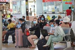 Người dân TP Hồ Chí Minh đổ về các bến xe, nhà ga để về quê