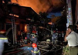 TP Hồ Chí Minh: Đang cháy lớn tại kho chứa vải ở Hóc Môn