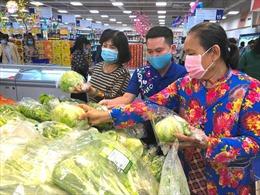 Người dân TP Hồ Chí Minh đổ về các siêu thị mua sắm, sức mua tăng cao