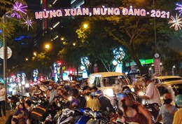 Người dân TP Hồ Chí Minh chào đón giao thừa trong hoàn cảnh đặc biệt