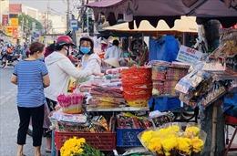 Trầm lắng thị trường cúng ông Công, ông Táo tại TP Hồ Chí Minh