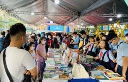 Đông nghịt người yêu sách đến Ngày sách Việt Nam tại TP Hồ Chí Minh