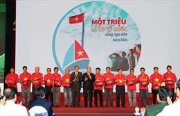 Lan tỏa chương trình 'Một triệu lá cờ Tổ quốc cùng ngư dân bám biển'
