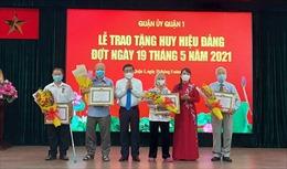 TP Hồ Chí Minh trao huy hiệu Đảng cho 114 Đảng viên Quận 1