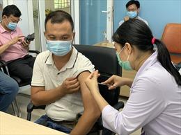 TP Hồ Chí Minh: Tìm nhiều nguồn cung vaccine COVID-19 để mở rộng đối tượng được tiêm