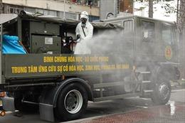 Lữ đoàn Phòng hóa 87 phun khử khuẩn tại Trung tâm Báo chí TP Hồ Chí Minh