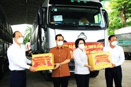 TP Hồ Chí Minh tiếp nhận 20 tấn rau, củ và 65 tấn gạodo tỉnh An Giang gửi tặng
