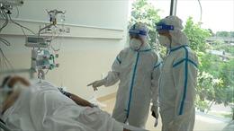 Những 'chiến sỹ' kiên cường chống dịch COVID-19 - Bài 2: Giành giật sự sống cho bệnh nhân