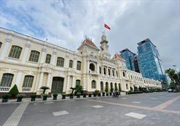 TP Hồ Chí Minh ngày đầu tiên  thực hiện Chỉ thị 16: Đường phố vắng vẻ, siêu thị đầy ắp thực phẩm