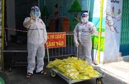 TP Hồ Chí Minh: Rau xanh, cá tươi 'ấm lòng' người dân vùng phong toả, cách ly