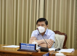 Chủ tịch UBNDTP Hồ Chí Minh biểu dương các thành viên đội taxi cấp cứu F0
