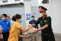 TP Hồ Chí Minh đã trao 492.000 túi quà an sinh cho người dân có hoàn cảnh khó khăn