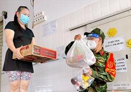 Dấu ấn anh bộ đội Cụ Hồ giúp dân mùa dịch tại TP Hồ Chí Minh