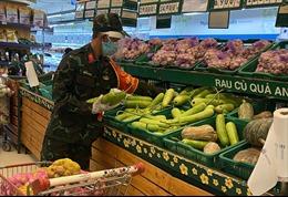TP Hồ Chí Minh: 'Đi chợ hộ' quá tải nhưng nơi được, nơi không