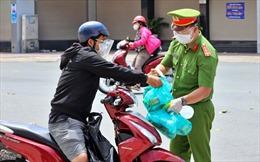 TP Hồ Chí Minh: 30 đối tượng được cấp giấy đi đường từ 0 giờ ngày 23/8