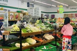 TP Hồ Chí Minh: Được phát phiếu đi chợ nhưng vẫn khó mua hàng