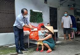 TP Hồ Chí Minh hỗ trợ đợt 2 cho người lao động nghèo, không phân biệt tạm trú hay thường trú