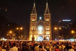 Người dân TP Hồ Chí Minh nô nức xuống đường chào đón Giáng sinh
