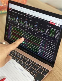 Sắc xanh bao phủ thị trường chứng khoán đầu phiên đã nhanh chóng vụt tắt sau khi ATO