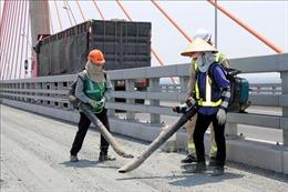 Quảng Ninh trải thảm nhựa cầu Bạch Đằng