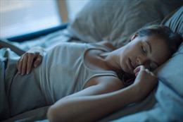 Bật tivi hoặc đèn trong khi ngủ, phụ nữ dễ bị tăng cân?