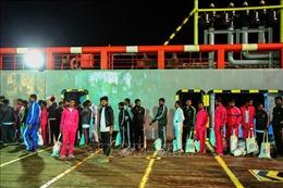 Cứu 44 người di cư đắm tàu trên Địa Trung hải