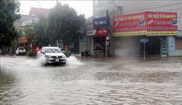 Mưa lớn kèm lốc xoáy làm tốc mái hàng chục nhà dân và trường học ở Hà Tĩnh