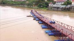 Mưa lũ cuốn trôi cầu phao dân sinh tại huyện Lệ Thủy, Quảng Bình