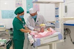 Phẫu thuật tạo hình hậu môn cho bé trai sơ sinh