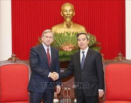 Trưởng ban Kinh tế Trung ương Nguyễn Văn Bình tiếp Phó Chủ tịch điều hành Tập đoàn Qualcomm