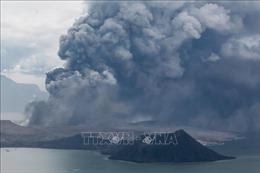 Tro bụi núi lửa làm tê liệt ở thủ đô Manila, cảnh báo nguy cơ sóng thần
