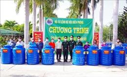 Bộ đội Biên phòng tặng bồn chứa và cấp nước cho nhân dân vùng biên Sóc Trăng