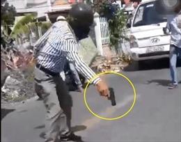 Người cầm vật nghi súng khi xảy ra va chạm giao thông không phải cán bộ công an