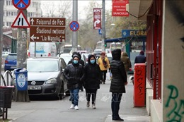 Trao tặng nhân dân Romania 500 triệu đồng ủng hộ chống dịch COVID-19