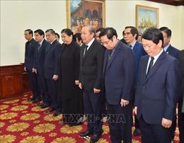 Đoàn đại biểu cấp cao Đảng, Nhà nước Việt Nam viếng và ghi sổ tang tưởng niệm đồng chí Sisavath Keobounphanh