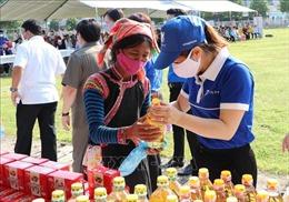 San sẻ yêu thương với đồng bào các dân tộc vùng biên giới Lai Châu