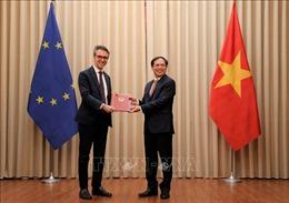 Trao các Công hàm thông báo việc Việt Nam phê chuẩn Hiệp định EVFTA và EVIPA