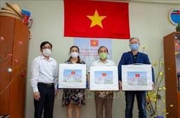 Chính phủ Việt Nam gửi tặng khẩu trang y tế cho người Việt ở miền Trung LB Nga