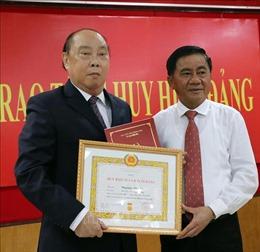 Trao Huy hiệu 55 năm tuổi Đảng tặng nguyên Chủ nhiệm Ủy ban Kiểm tra Trung ương Nguyễn Văn Chi