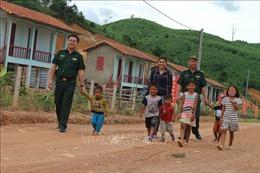 Bộ đội Biên phòng Hà Tĩnh nâng bước học sinh nghèo đến trường