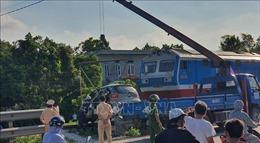 Tàu hỏa va chạm với xe taxi làm ba người thương vong