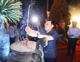 Bí thư Thành ủy Hà Nội Vương Đình Huệ thắp nến tri ân các Anh hùng liệt sỹ