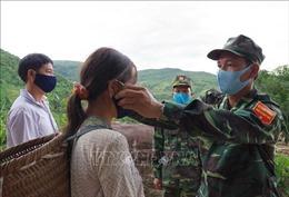 'Căng mình' chống dịch COVID-19 dọc tuyến biên giới