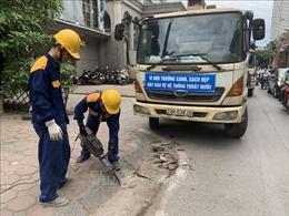 Phá dỡ bục bệ xây dựng trái phép trên một số tuyến phố Hà Nội