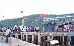 Đứt dây tời tàu cá, ba ngư dân bị thương vong